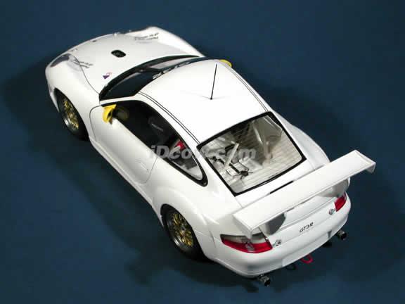 2000 Porsche 911 GT3R diecast model car 1:18 scale die cast by AUTOart - White