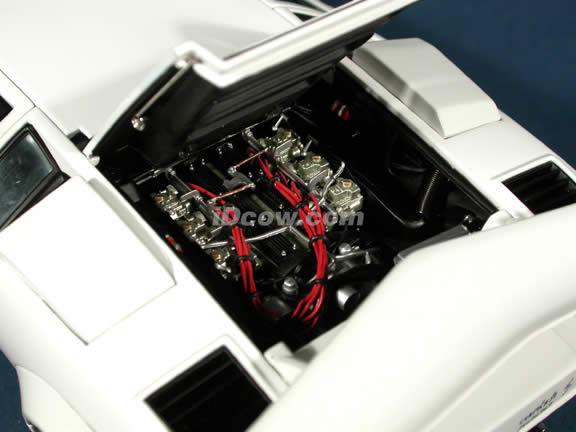1985 Lamborghini Countach diecast model car 1:18 scale 5000 S by AUTOart - White