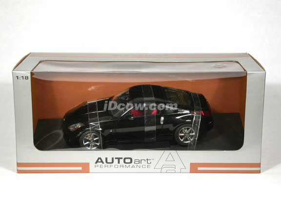 2003 Nissan 350Z diecast model car 1:18 scale die cast by AUTOart - Black