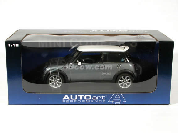 2003 Mini Cooper S diecast model car 1:18 scale die cast by AUTOart - Silver Grey