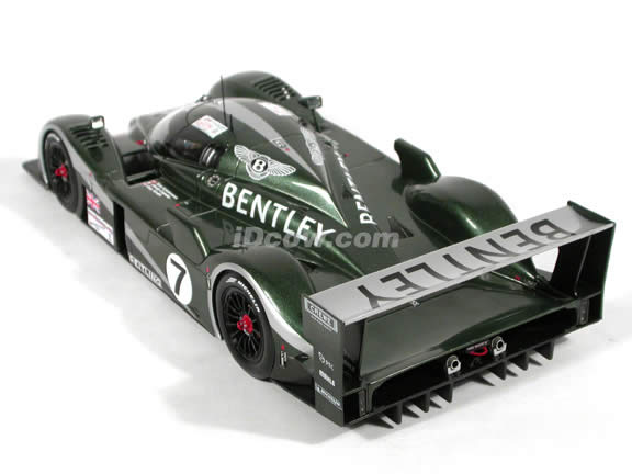 2003 Bentley Speed 8 diecast model car 1:18 scale #7 Le Mans Winner by AUTOart