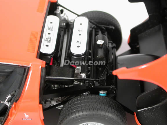 Lamborghini Miura SV diecast model car 1:18 scale die cast by AUTOart - Orange