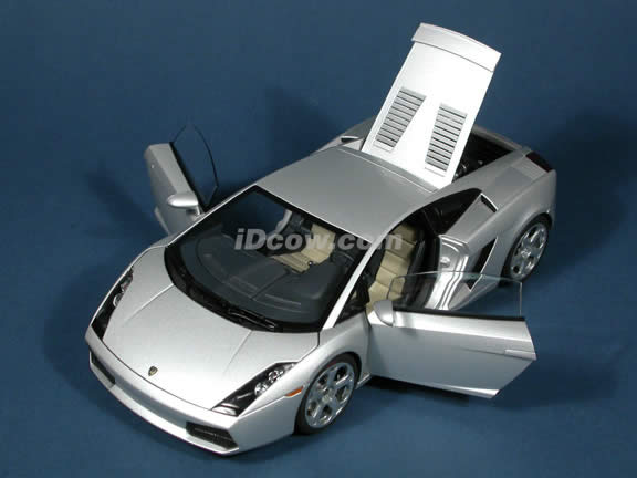 2004 Lamborghini Gallardo diecast model car 1:18 scale die cast by AUTOart - Silver