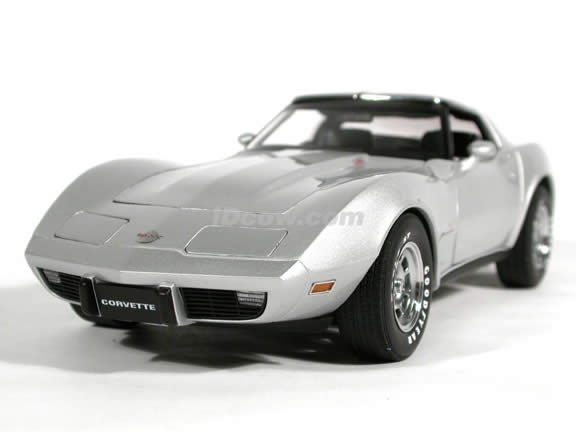 1978 Chevy Corvette diecast model car 1:18 scale 25th Anniversary by AUTOart - Silver
