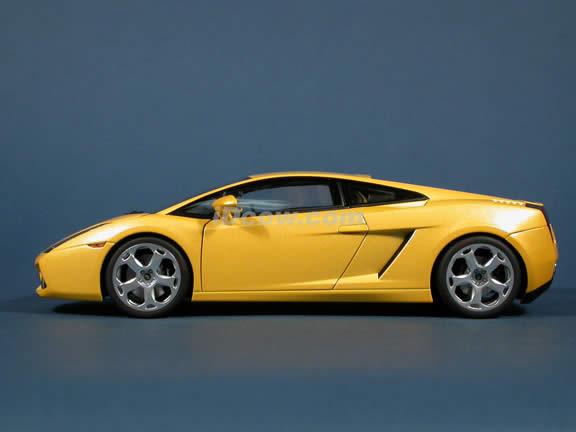 2004 Lamborghini Gallardo diecast model car 1:18 scale die cast by AUTOart - Yellow