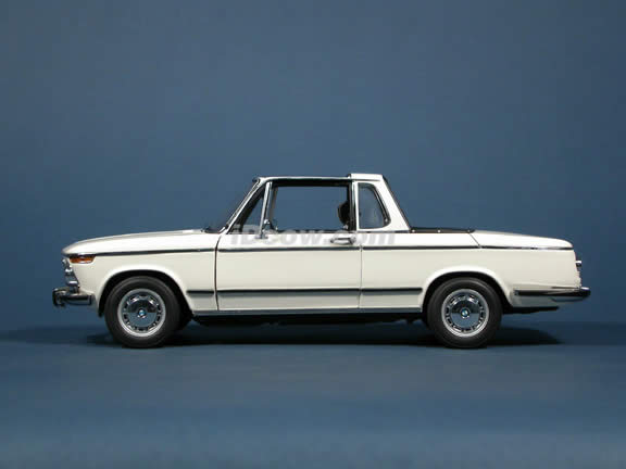1971 BMW 2002 Baur Cabriolet diecast model car 1:18 scale die cast by AUTOart - White