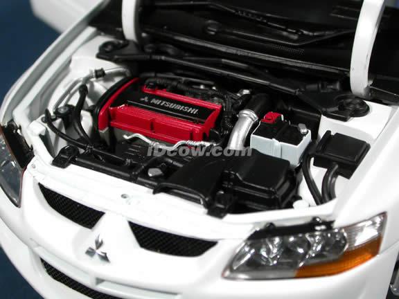 2005 Mitsubishi Lancer Evolution VIII diecast model car 1:18 scale die cast by AUTOart - White (RHD)