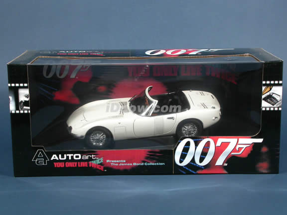 1966 Toyota 2000 GT Cabrio James Bond diecast model car 1:18 scale die cast by AUTOart -
