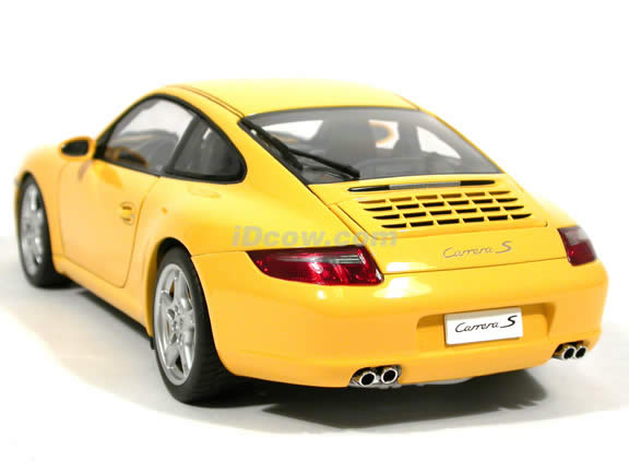 2005 Porsche 911 Carrera S diecast model car 1:18 scale Type 997 by AUTOart - Yellow