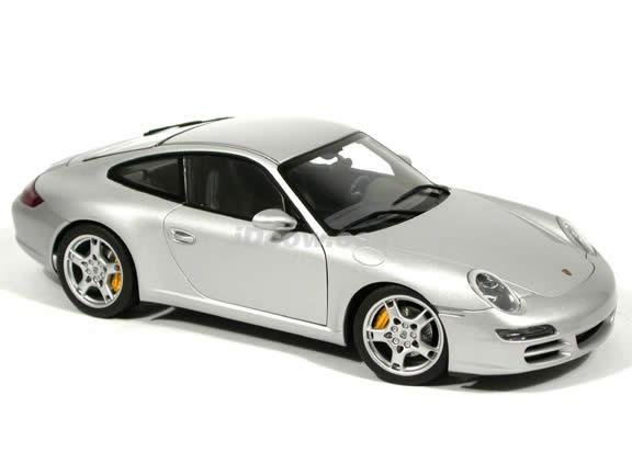 2005 Porsche 911 Carrera S diecast model car 1:18 scale Type 997 by AUTOart - Silver