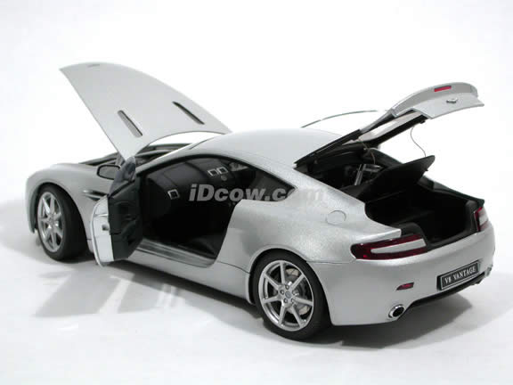 2005 Aston Martin Vantage diecast model car 1:18 scale die cast by AUTOart - Silver 70201