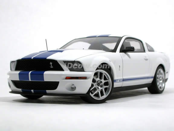 2005 Shelby GT500 Concept diecast model car 1:18 scale die cast by AUTOart - White 73052
