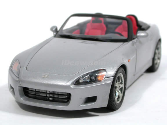 2000 Honda S2000 diecast model car 1:18 scale die cast by AUTOart - Silver 73208