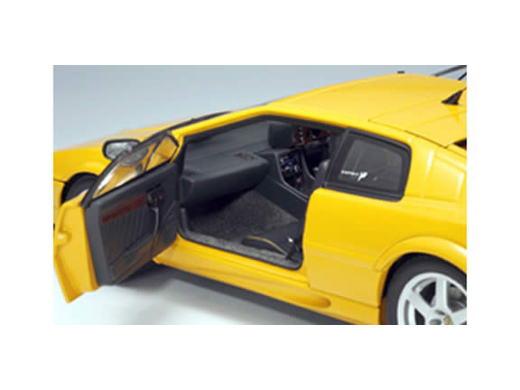 2004 Lotus Esprit diecast model car 1:18 scale V8 by AUTOart - Yellow 75313