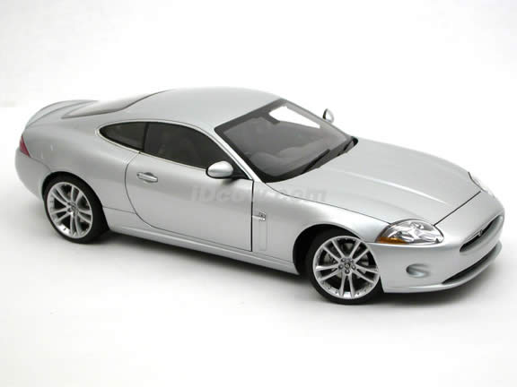 2006 Jaguar XK diecast model car 1:18 scale die cast by AUTOart - Silver 73631