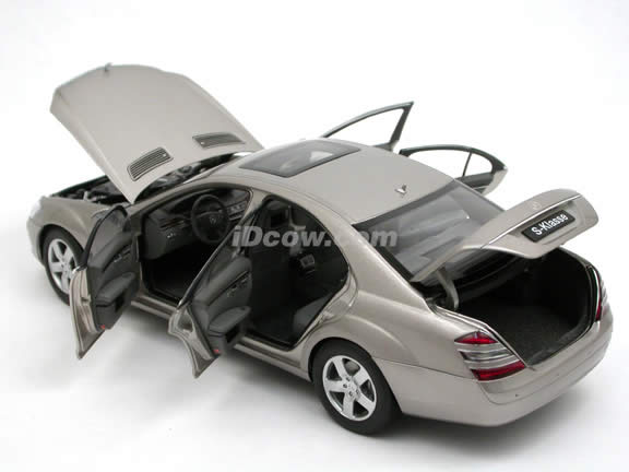 2004 Mercedes Benz S500 diecast model car 1:18 scale die cast by AUTOart - Silver 76176