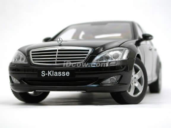 2004 Mercedes Benz S500 diecast model car 1:18 scale die cast by AUTOart - Black 76177