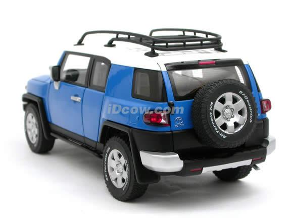 2007 Toyota FJ Cruiser diecast model car 1:18 scale die cast by AUTOart - Blue 78855
