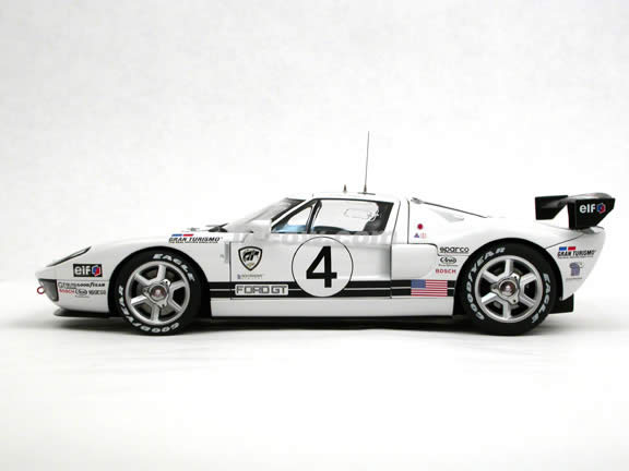 2005 Ford GT diecast model car 1:18 scale LM Race Car Spec II by AUTOart - White 80515