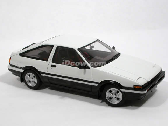 1985 Toyota Corolla diecast model car 1:18 scale (Sprinter Trueno GT Apex) by AUTOart - White 78791