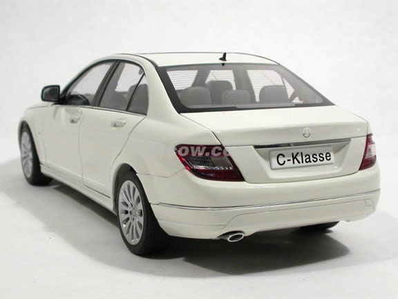 2008 Mercedes Benz C-Class diecast model car 1:18 scale by AUTOart - White 76262