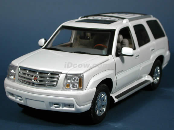 2002 Cadillac Escalade SUV cast model car 1:18 cast by Anson ...