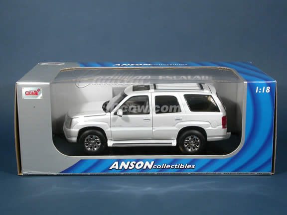 2002 Cadillac Escalade SUV diecast model car 1:18 die cast by Anson - Pearl White
