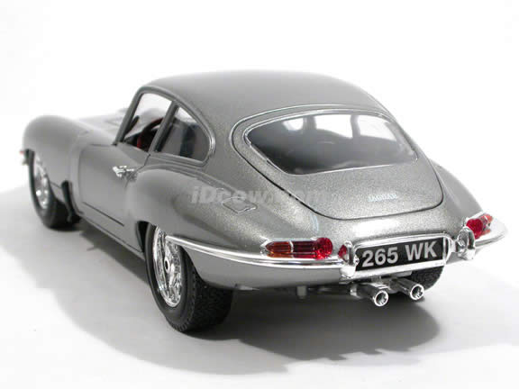 1961 Jaguar E Type diecast model car 1:18 scale die cast by Bburago - Silver 12044