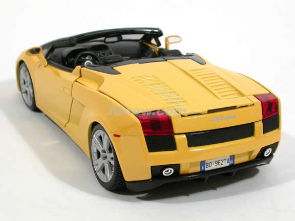 2006 Lamborghini Gallardo diecast model car 1:18 scale spyder by Bburago - Yellow Spyder
