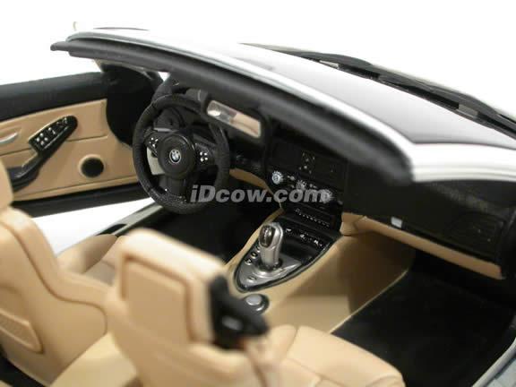 2007 BMW M6 diecast model car 1:18 scale cabrio by Maisto - White Cabrio