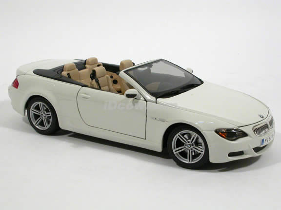 2007 BMW M6 diecast model car 1:18 scale cabrio by Maisto - White Cabrio