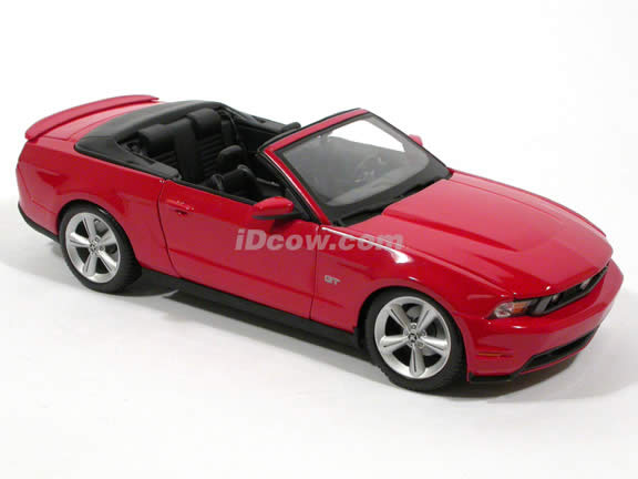 2010 Ford Mustang diecast model car 1:18 scale GT Convertible by Maisto - Red Convertible