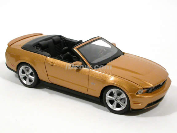 2010 Ford Mustang diecast model car 1:18 scale GT Convertible by Maisto - Gold Convertible