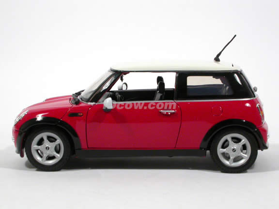 2006 Mini Cooper diecast model car 1:18 scale die cast by Motor Max - Red 73114