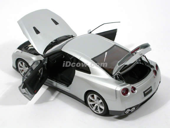 2009 Nissan GT-R diecast model car 1:18 scale die cast by AUTOart - Silver 77386