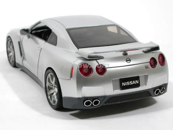 2009 Nissan GT-R diecast model car 1:18 scale die cast by Jada Toys - Silver 92194