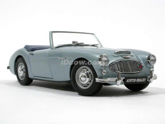 1957 Austin Healey 100-6 diecast model car 1:18 scale diecast by Kyosho - Ice Blue