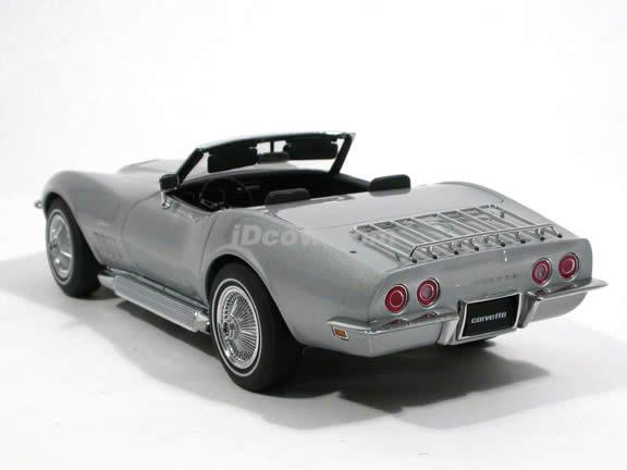 1969 Chevrolet Corvette diecast model car 1:18 scale die cast by AUTOart - Silver