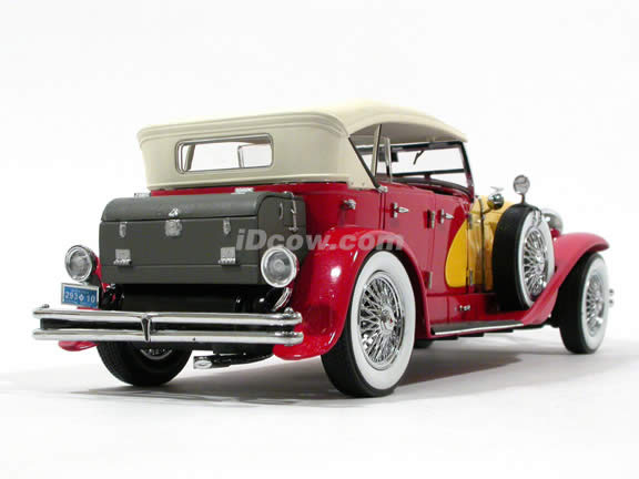 1934 Duesenberg diecast model car 1:18 scale die cast by Signature Models - Red Yellow
