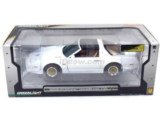 1989 Pontiac Trans Am diecast model car 1:18 scale die cast by GreenLight Collectibles - White