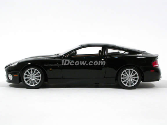 2002 Aston Martin Vanquish diecast model car 1:18 scale V12 by Bburago - Black