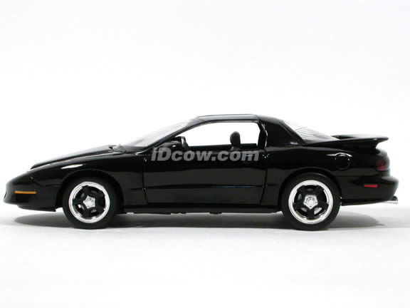 1996 Pontiac Firebird diecast model car 1:18 scale die cast by ERTL - Black