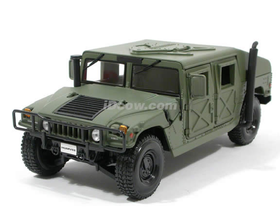 1991 Hummer Military Humvee diecast model car 1:18 scale die cast by Maisto - Green