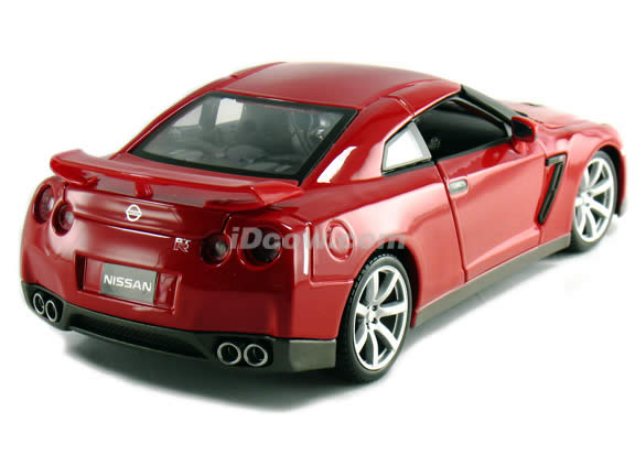 2009 Nissan GT-R diecast model car 1:18 scale die cast by Bburago - Red