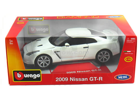 2009 Nissan GT-R diecast model car 1:18 scale die cast by Bburago - Pearl White