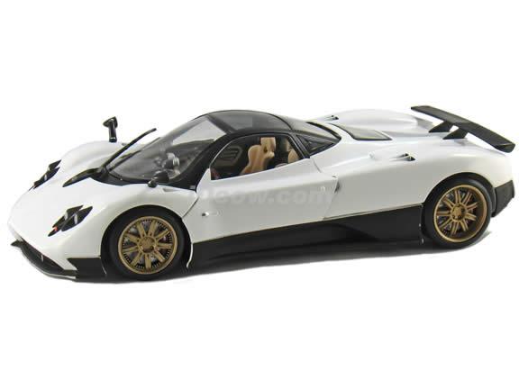 2010 Pagani Zonda F diecast model car 1:18 scale die cast by Mondo Motors - White