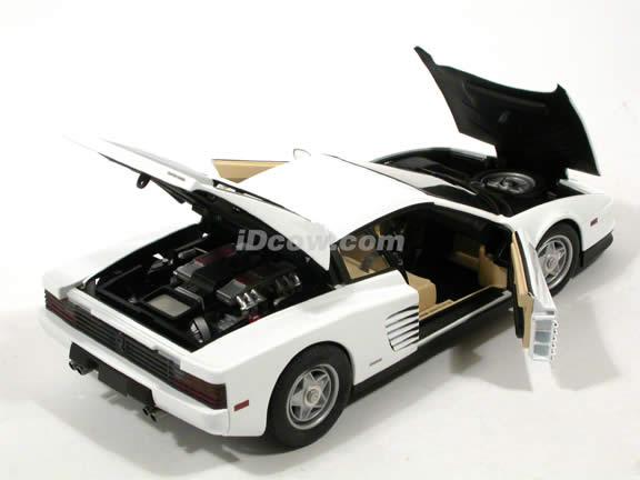 1984 Ferrari Testarossa diecast model car 1:18 scale Miami Vice by Hot Wheels Elite - White