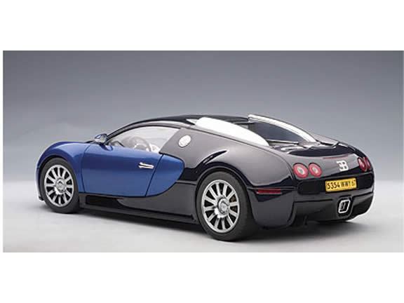 2009 Bugatti Veyron diecast model car 1:18 scale die cast by AUTOart - Black Blue