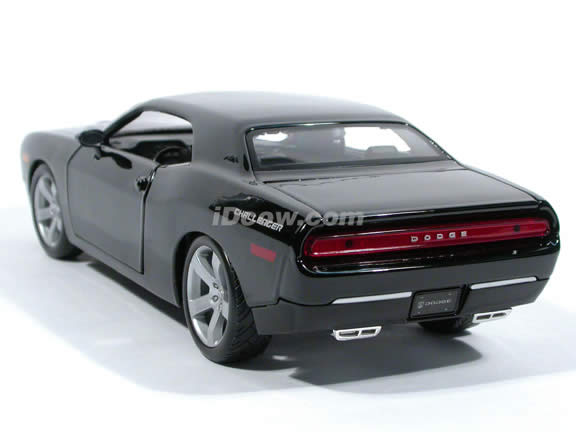 2006 Dodge Challenger diecast model car 1:18 scale die cast by Maisto - Black 36138