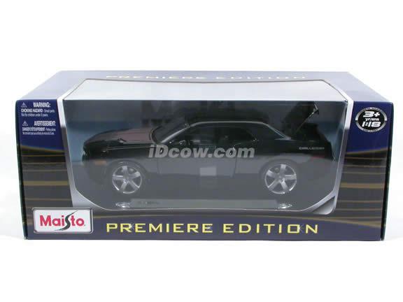 2006 Dodge Challenger diecast model car 1:18 scale die cast by Maisto - Black 36138